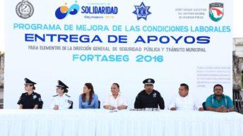 RECIBEN 566 POLICÍAS APOYO PARA EDUCACIÓN Y VIVIENDA